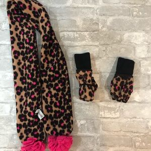 Gap - leopard scarf and gloves